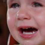 Baba sírás: valóban káros lenne?